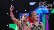 Học trò Thủy Tiên hóa 'cô dâu 8 tuổi', khoe vũ đạo cuốn hút