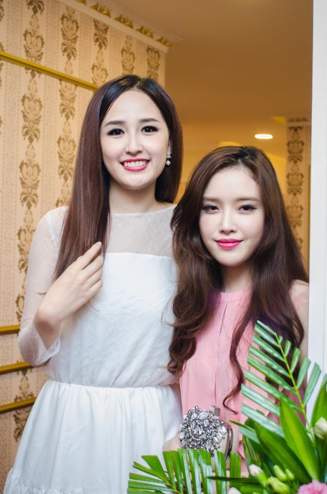 Em gái Mai Phương Thúy khoe nhan sắc rạng rỡ bên chị - Ảnh 3