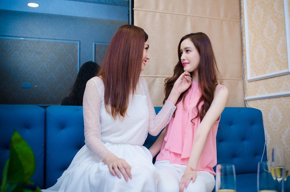 Em gái Mai Phương Thúy khoe nhan sắc rạng rỡ bên chị - Ảnh 2