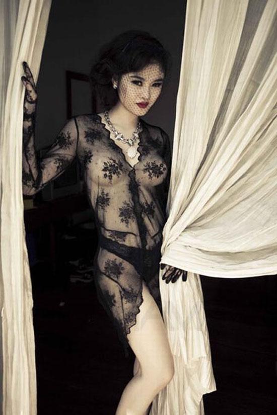 8 mỹ nhân Việt 'gây bão' vì trang phục 'mặc như không mặc'  - Ảnh 8