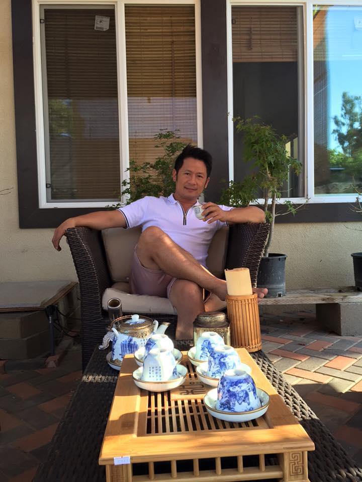 Bằng Kiều ngồi bắn điếu cày trong nhà tiền tỷ ở Mỹ ảnh 6