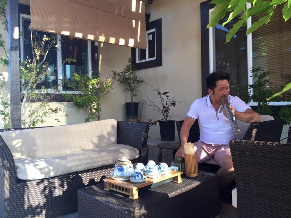 Bằng Kiều ngồi bắn điếu cày trong nhà tiền tỷ ở Mỹ ảnh 7
