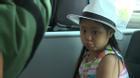 Công chúa nhỏ nhà Thúy Hạnh tự tin đi máy bay một mình