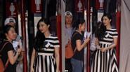 Phạm Băng Băng vô tư chặn cửa nhà vệ sinh nam nói chuyện