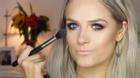 Blogger xinh đẹp bị liệt tứ chi vẫn tự trang điểm cực siêu