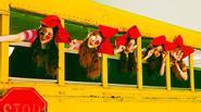 SNSD phải hạ mình trước đàn em Red Velvet trên các BXH