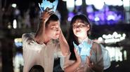 Ảnh cưới không lễ phục của cặp đôi nên duyên nhờ mất điện