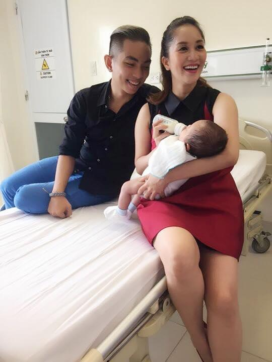Phan Hiển - Khánh Thi hạnh phúc đưa con trai đi khám định kỳ  ảnh 2