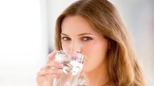 """Uống quá nhiều nước mỗi ngày sẽ """"làm hỏng"""" cơ thể"""