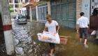 4 ngày sau mưa lớn, người Hà Nội vẫn bì bõm lội nước vào nhà