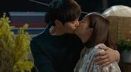 Kim Tae Hee tái hợp người yêu với nụ hôn ngọt ngào