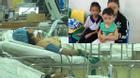 Người vợ bị ô tô của chồng gây tai nạn: Ba đứa con thẫn thờ ngoài phòng cấp cứu