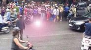 Thanh niên nghi ngáo đá giết người lái xe ôm rồi ung dung đi lại trên đường