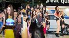 Đông Nhi đón sinh nhật tuổi 27 trong đêm mưa cùng Fan