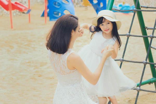 HH Ngọc Diễm khoe con gái xinh đẹp như thiên thần ảnh 1