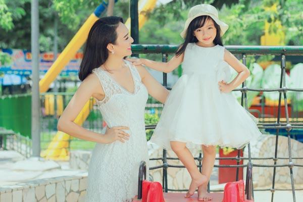 HH Ngọc Diễm khoe con gái xinh đẹp như thiên thần ảnh 2