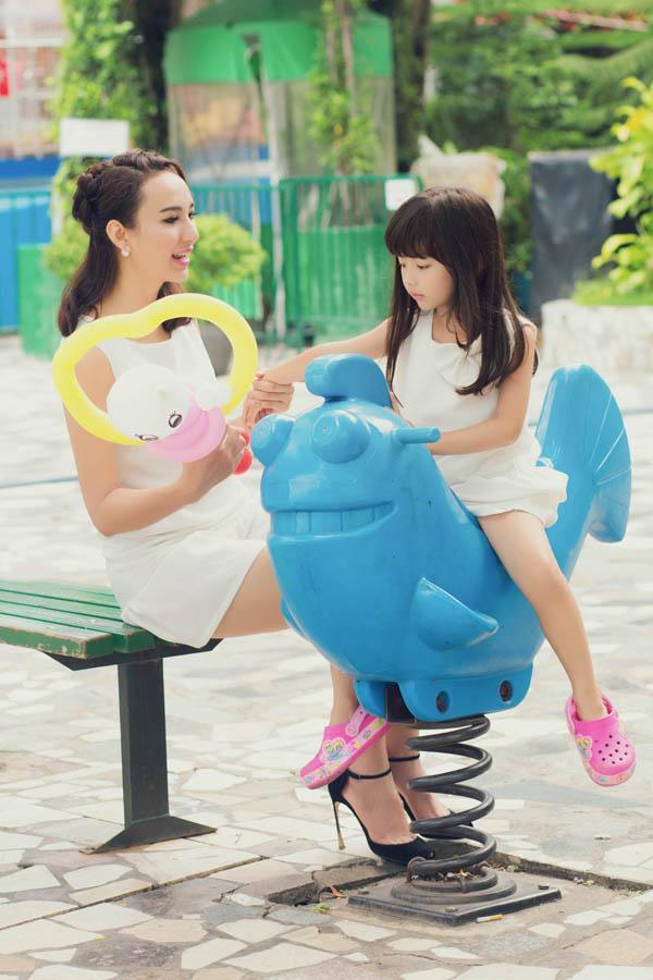 HH Ngọc Diễm khoe con gái xinh đẹp như thiên thần ảnh 4
