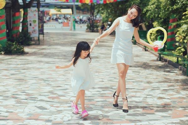 HH Ngọc Diễm khoe con gái xinh đẹp như thiên thần ảnh 5