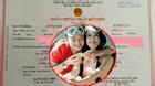 Văn Anh hạnh phúc khoe giấy đăng kí kết hôn với Tú Vi