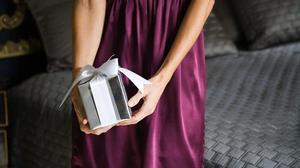 Đứng tim với món quà đêm tân hôn của em trai chồng