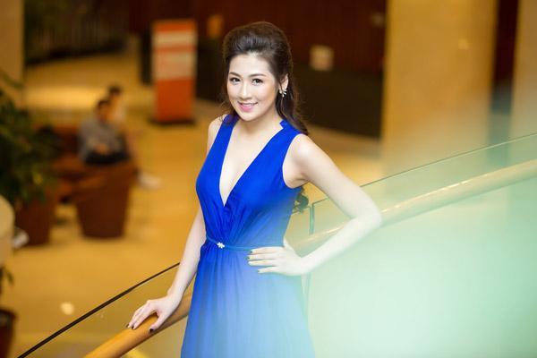 Á hậu Tú Anh rạng rỡ đọ dáng cùng cựu người mẫu Thúy Hạnh ảnh 2