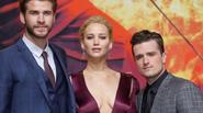 Jennifer Lawrence khoe ngực sexy bên Liam Hemsworth