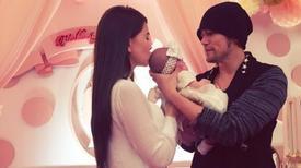 Châu Kiệt Luân và vợ trẻ lần đầu khoe con gái