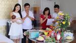 Facebook 24h: Gia đình Đăng Khôi làm đầy tháng cho con