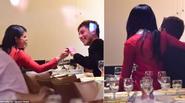 Selena Gomez tình tứ bên chàng trai lạ