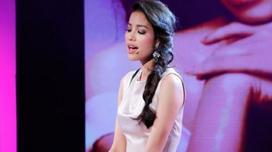 Phạm Hương làm fan xiêu lòng khi hát