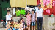 Thái Hòa xúc động khi đến thăm khu xóm trọ nghèo