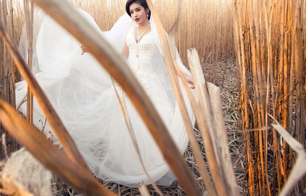 Á hậu Huyền My mặc áo cưới ở trời Tây ảnh 4