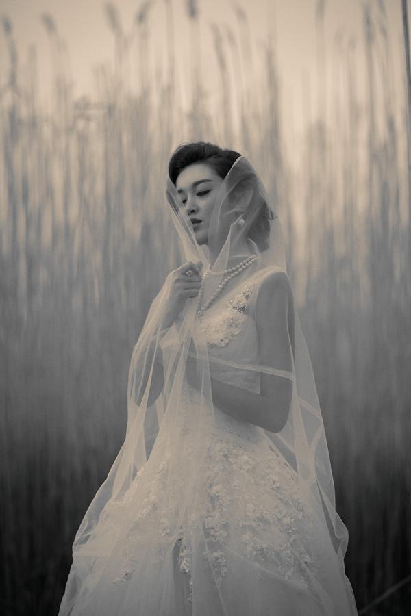 Á hậu Huyền My mặc áo cưới ở trời Tây ảnh 12