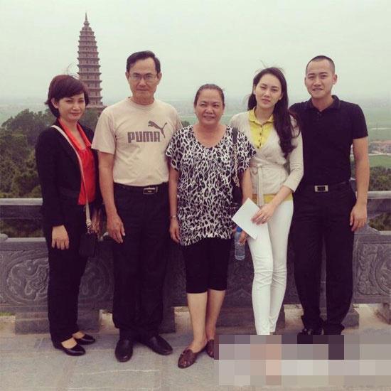 Ông xã Ngọc Thạch mua xế sang tặng bố vợ  ảnh 7