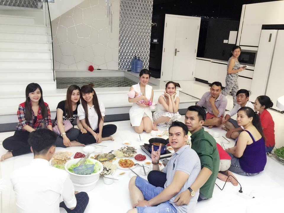 Ngọc Trinh tưng bừng mở tiệc tân gia tại căn hộ triệu đô ảnh 11
