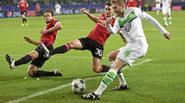 Thua ngược Wolfsburg 2-3, Man Utd cay đắng chia tay Champions League