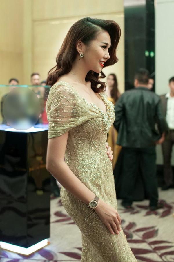 Cận cảnh bộ trang sức 2 tỷ của Thanh Hằng khi dự sự kiện  - Ảnh 4