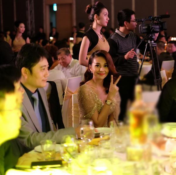 Cận cảnh bộ trang sức 2 tỷ của Thanh Hằng khi dự sự kiện  - Ảnh 5