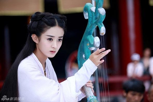 Người đẹp Hoa, Hàn vượt 'bão gạch đá' để tỏa sáng