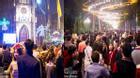 Hà Nội: Dòng người chật cứng kéo về trung tâm và Nhà thờ đón Giáng Sinh