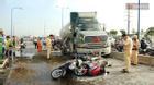 Xe bồn tông liên hoàn 6 xe máy trên xa lộ Hà Nội, giao thông ùn ứ nghiêm trọng