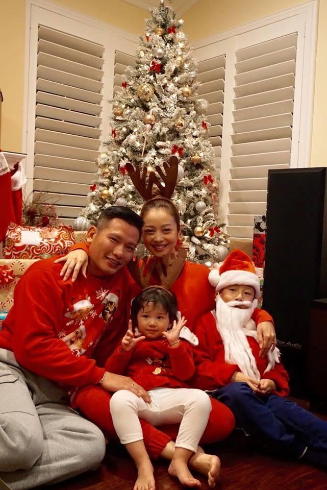 Jennifer Phạm 'tiết lộ' tiệc Giáng sinh tưng bừng ở Mỹ - Ảnh 1