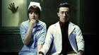 Trấn Thành nắm chặt tay Hari Won trong 'Bệnh viện ma'