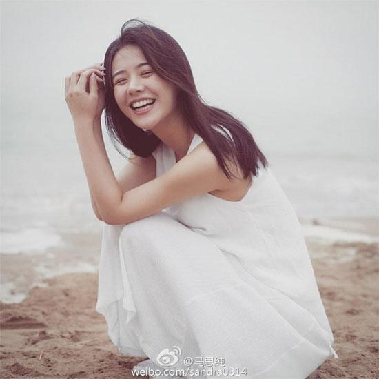 Thời trang trẻ trung của 'nàng thơ' mới điện ảnh Hoa ngữ