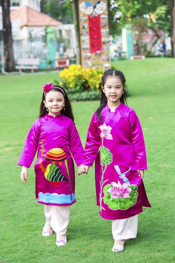 Các cặp mẹ con sao Việt cùng nhau mặc áo dài đón Tết ảnh 5