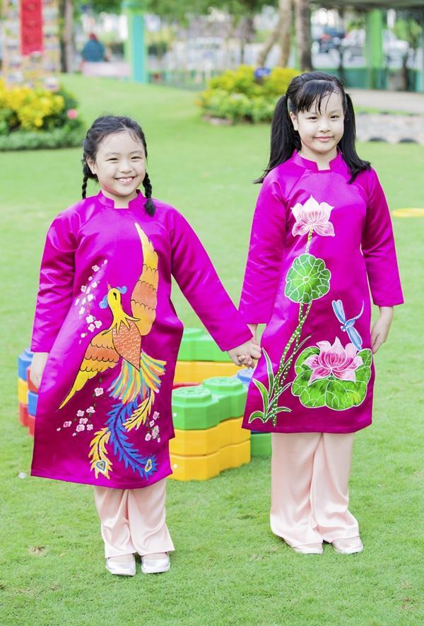 Các cặp mẹ con sao Việt cùng nhau mặc áo dài đón Tết ảnh 6