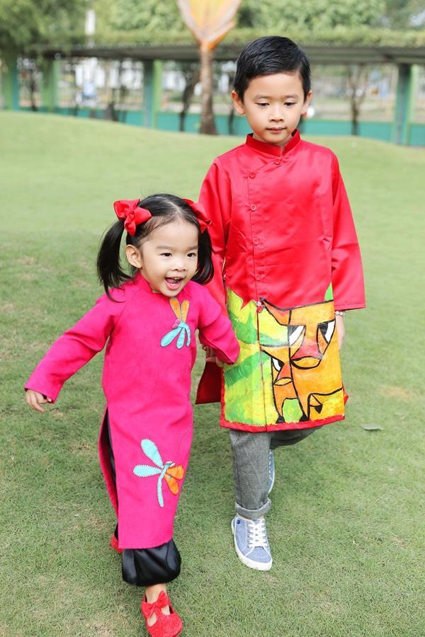 Các cặp mẹ con sao Việt cùng nhau mặc áo dài đón Tết ảnh 7