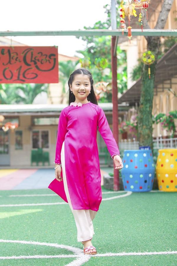 Các cặp mẹ con sao Việt cùng nhau mặc áo dài đón Tết ảnh 9