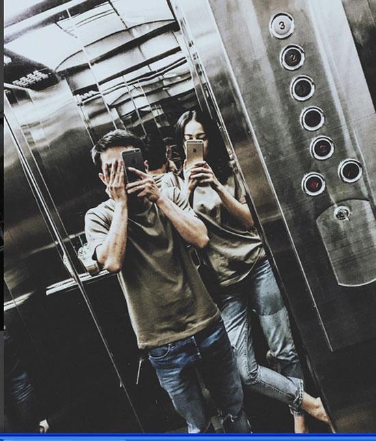 Hạ Vi tự sướng cùng Cường Đô La trong thang máy ảnh 2