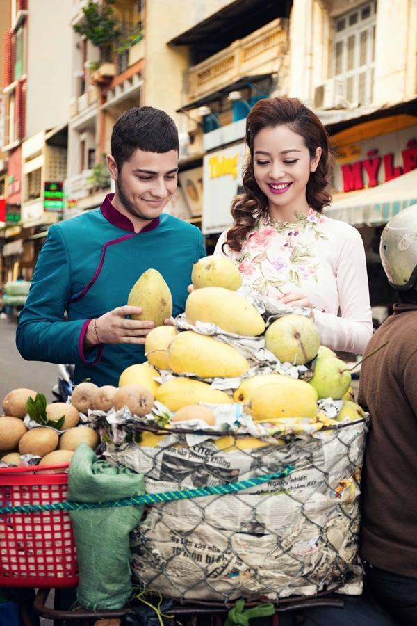 'Phát hờn' với cảnh trai tây quỳ giữa chợ Bến Thành tặng quà cho Jennifer Phạm - Ảnh 3